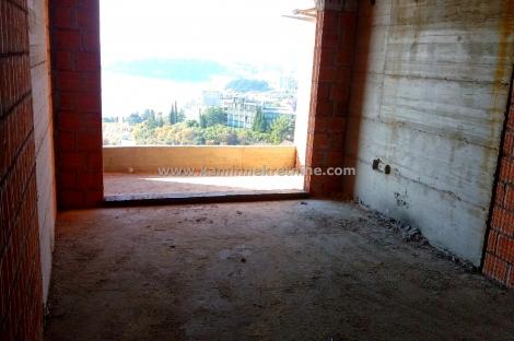 g0187 Na prodaju garsonjera u izgradnji sa lijepim pogledom na more, Rafailov...